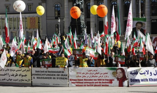 Iranian Demonstrators Urge Munich Security Conference to Expel Zarif