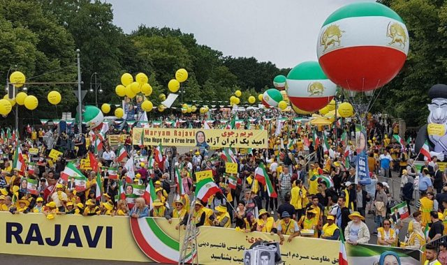Berlin Grand Rally Calls For Regime Change In Iran